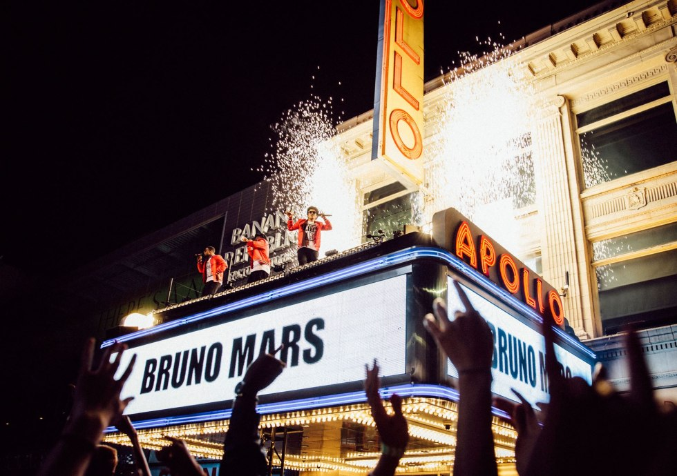 bruno-mars-apollo-2000.jpg